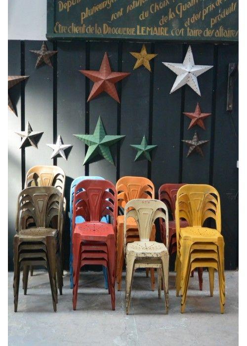 MULTIPL'S fut la première marque à fabriquer des chaises industrielles et empilables, contrairement à la Tolix les pieds sont concaves. Elle...
