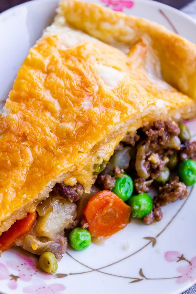 One Skillet Shepherd S Pot Pie From The Food Charlatan It S Like Shepherd S Pie And Chicken Pot Pie Got Beef Pot Pie Recipe Easy Pie Recipes Pot Pies Recipes