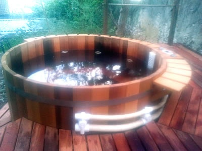 Q-series 6 person tub filled with water