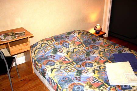 Regardez ce logement incroyable sur Airbnb : Chambre chez l'habitant Low Cost - Appartements à louer à Toulouse