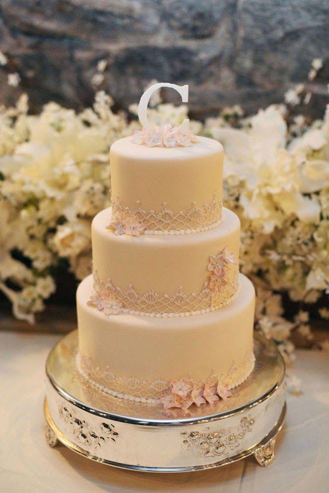 Classic Cream Biltmore Estate Wedding | bellethemagazine.com