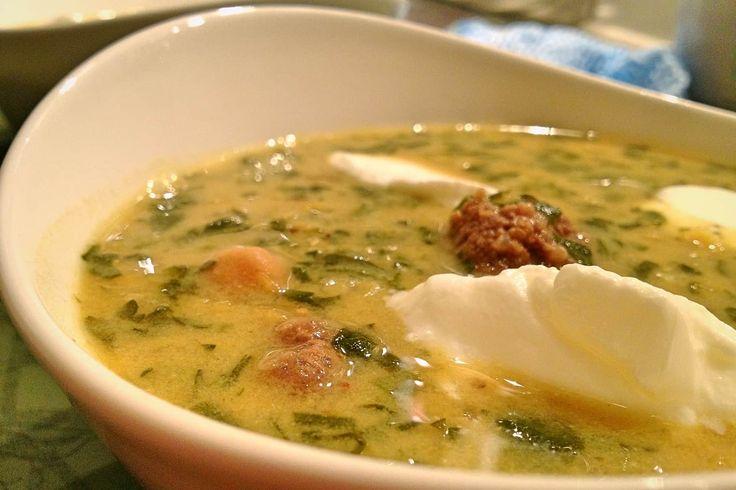 Persische Kichererbsen-Joghurtsuppe mit Hackfleisch und Kichererbsen | REISHUNGER