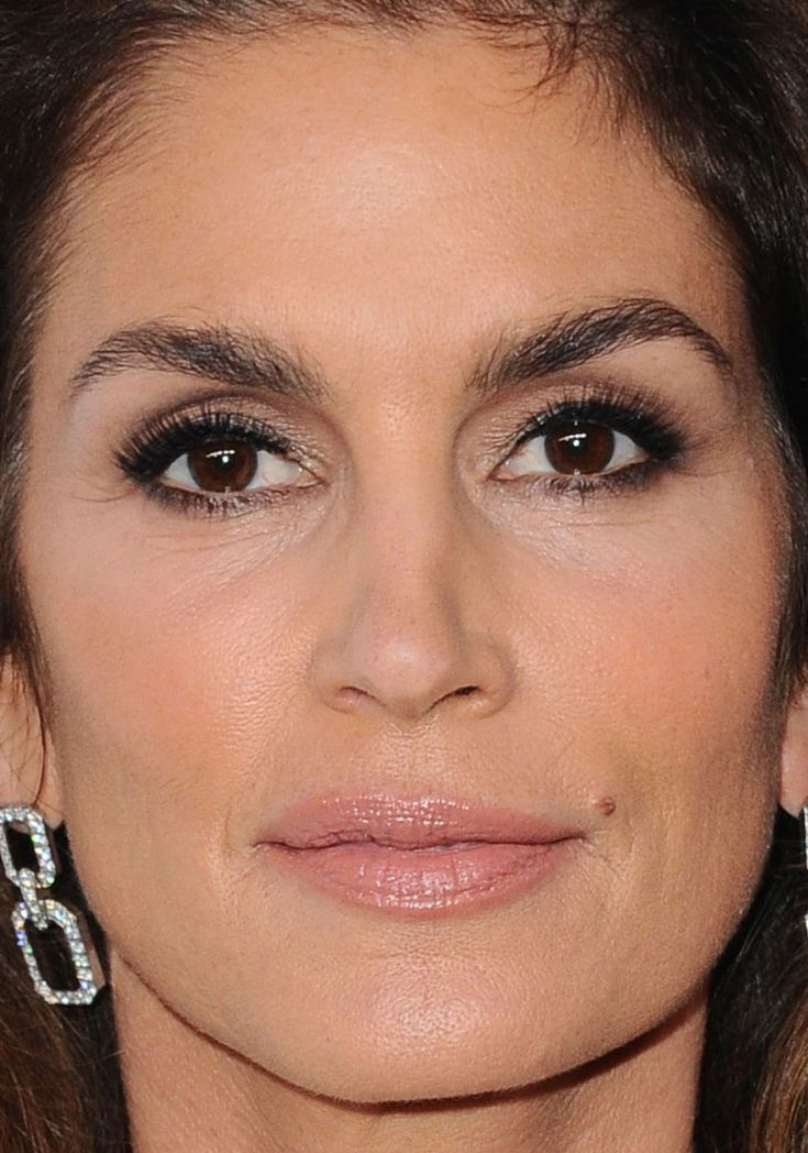 Close-up of Cindy Crawford at ELLE's 2017 Women in Hollywood Awards.