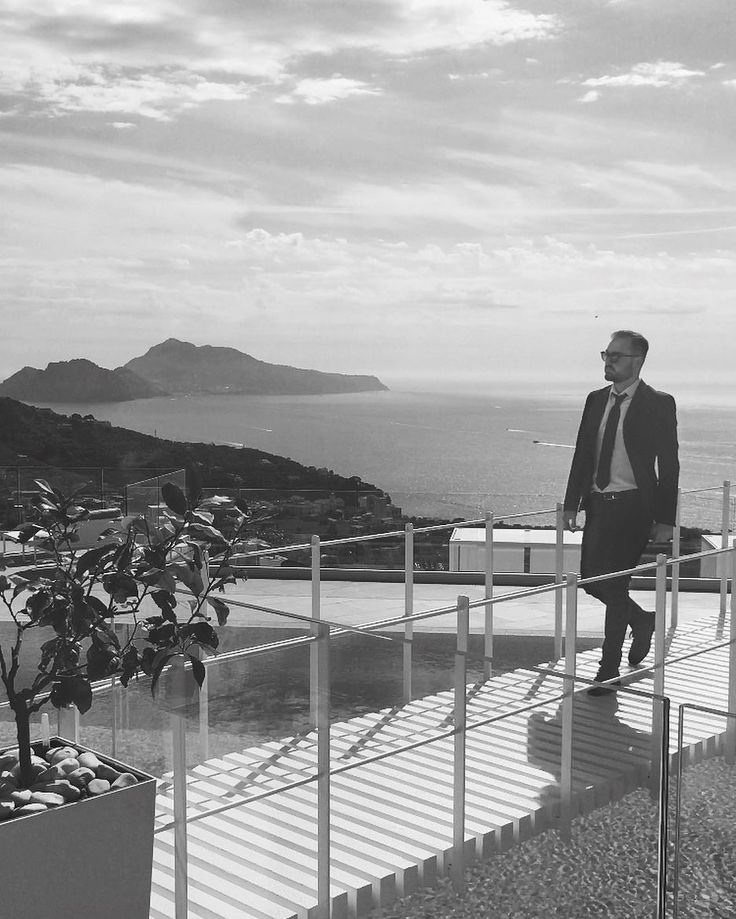 Reservoir Dogs      #instanapoli #instasorrento #blackandwhite #sorrento #napoli #iene #swimmingpool #piscina #italia #italy #scattirubati #wedding #matrimonio #biancoenero #fashionstyle #style #costa #amalfitana #costiera #costieraamalfitana