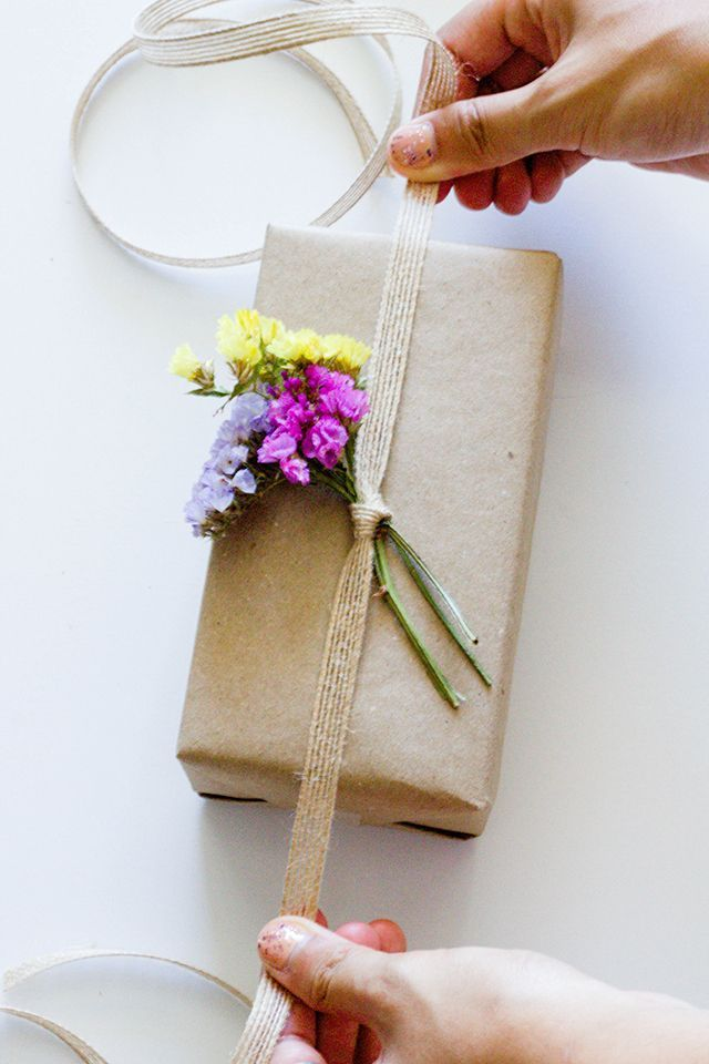 DIY Dried Flower Gift Toppers by Helarious for Craft Hunter