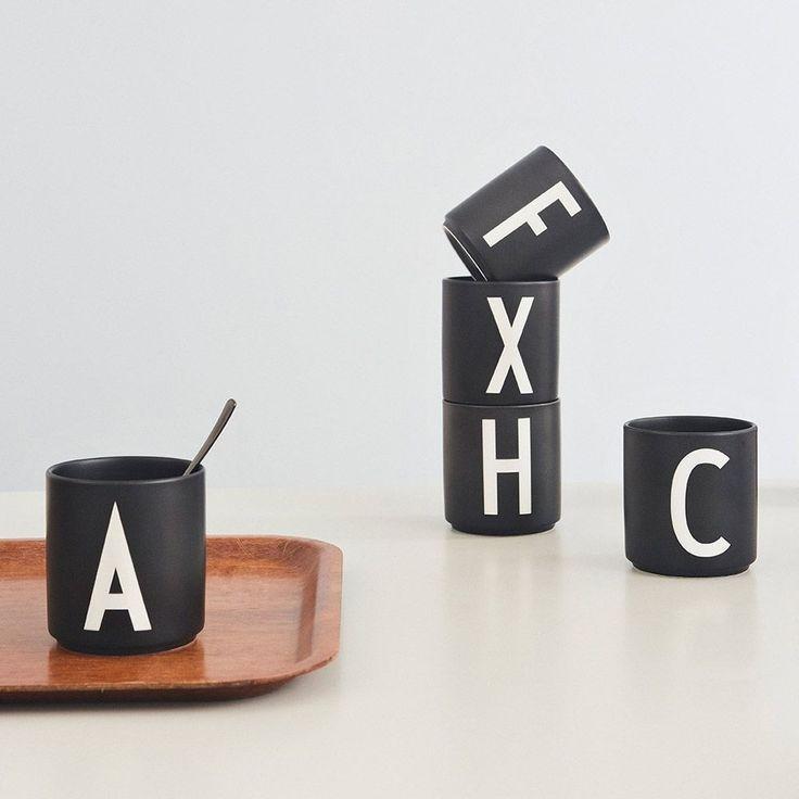 DESIGN LETTERS Personal beker porselein – zwart – X