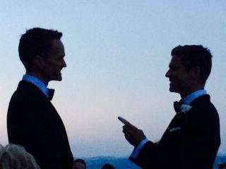 Нил Патрик Харрис и Дэвид Бартка сыграли свадьбу | THR Russia