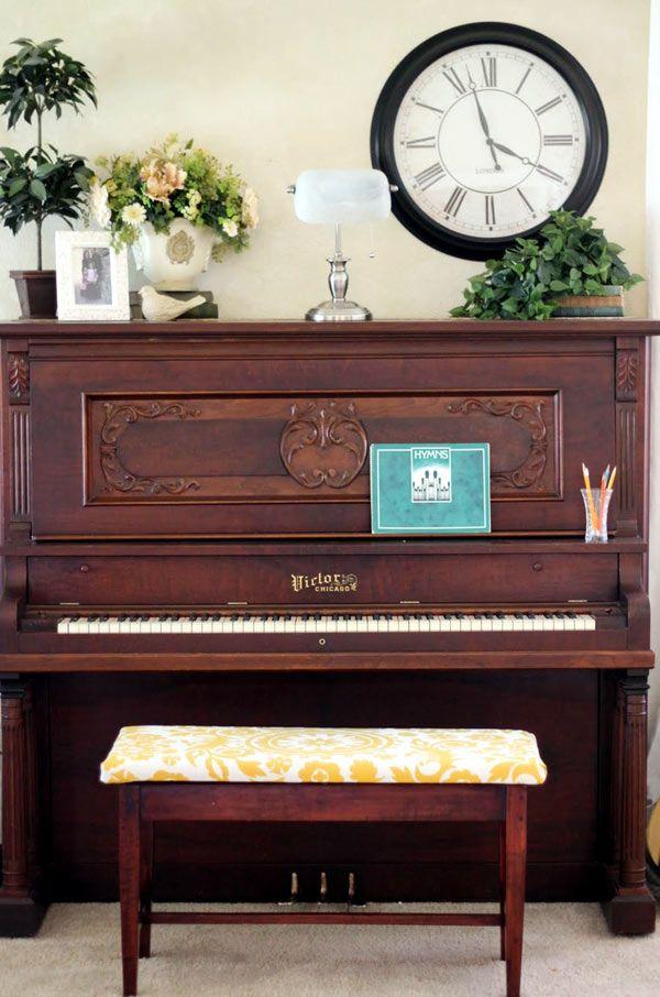 les 25 meilleures id es de la cat gorie banc de piano sur pinterest d coration de piano piano. Black Bedroom Furniture Sets. Home Design Ideas