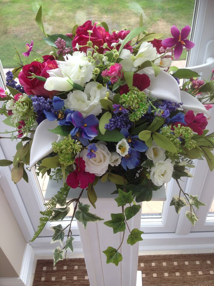 21 best images about floral table centres and pedestal for Pink and blue flower arrangements