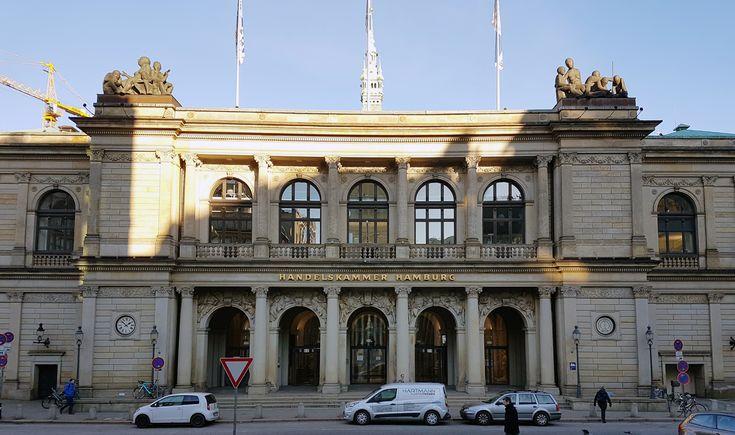 Die #Handelskammer #Hamburg residiert am Adolphsplatz 1 direkt hinter dem Rathaus. Das im Jahr 1841 errichtete Gebäude, war lange Zeit auch Sitz der Hamburger #Börse. #Böag #Adolphsplatz #Commerzbibliothek #ihk24 #ihk #wappenvonhamburg #konvoischiff #handelskammer www.hamburgbilder.de/handelskammer-hamburg/   #Adophsplatz #Aktien #Architekten Behnisch #Bei der Alten Börse #Bibliothek #BÖAG #Börse Hamburg #Börsen AG #Börsenhalle #C. Wimmel #Commerz-Deputation #Commer