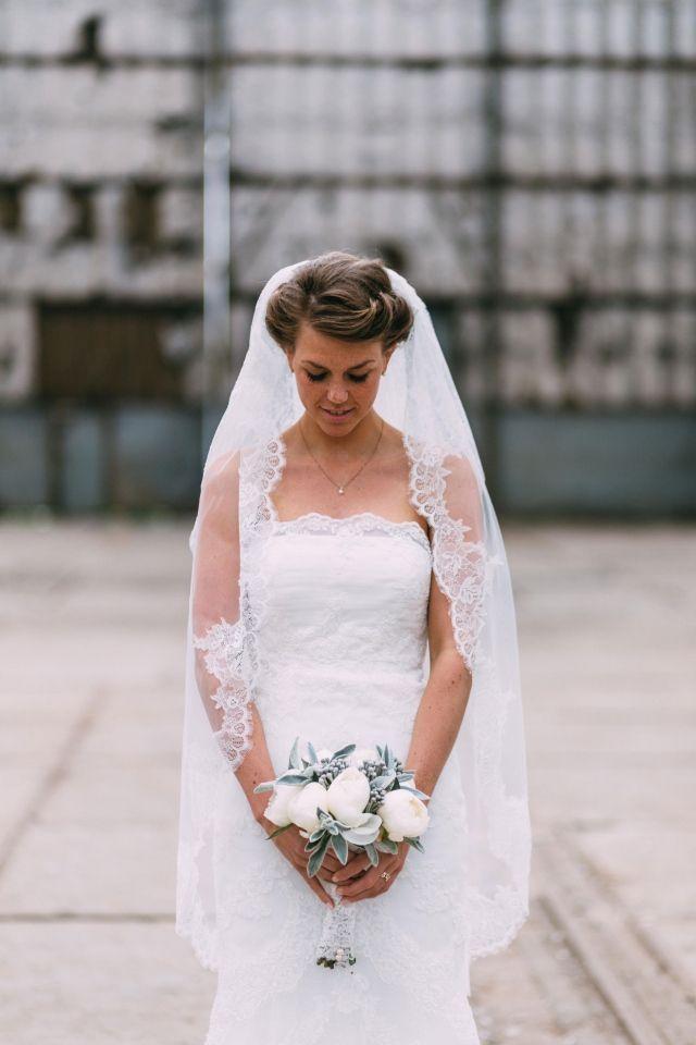 Trouwen in De Oude Hortus in Utrecht | ThePerfectWedding.nl #bride #weddingdress #bouquet