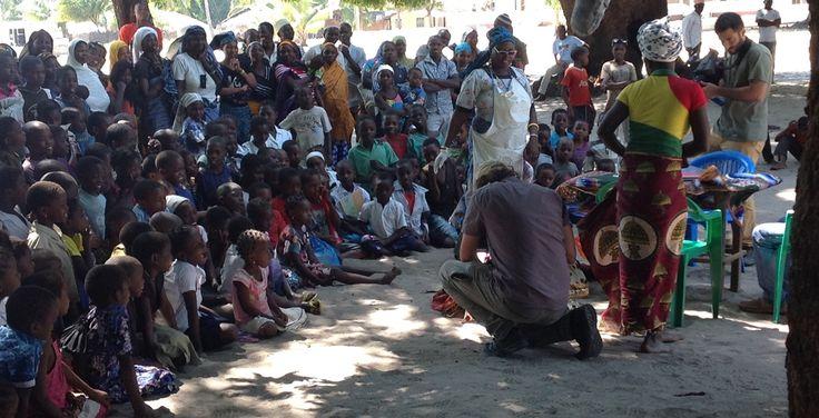 #ilteatrofabene: diari di viaggio in #Mozambico E' online una nuova puntata dei nostri diari di viaggio in Mozambico per il progetto Il Teatro Fa Bene. Dopo il villaggio di Pundanhar ci spostiamo a Quionga per vedere altri spettacoli teatrali di compagnie locali. Dobbiamo selezionare gli attori che parteciperanno al progetto e allo spettacolo. Buona lettura! http://www.ilteatrofabene.it/spettacoli-e-casting-nel-villaggio-di-quionga/