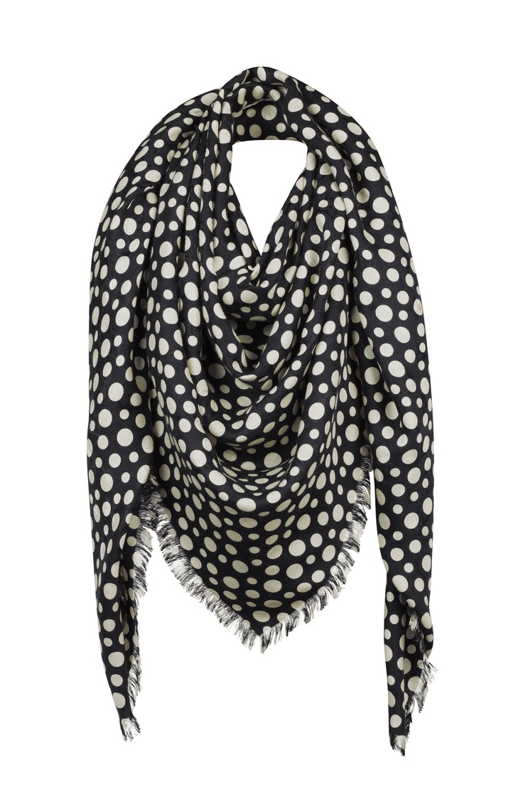 The Monogram Shawl from the Louis Vuitton Yayoi Kusama Collection. © Louis Vuitton