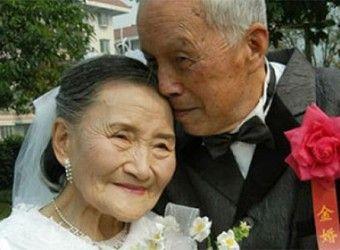98-летние супруги из Китая воссоздали свой свадебный снимок