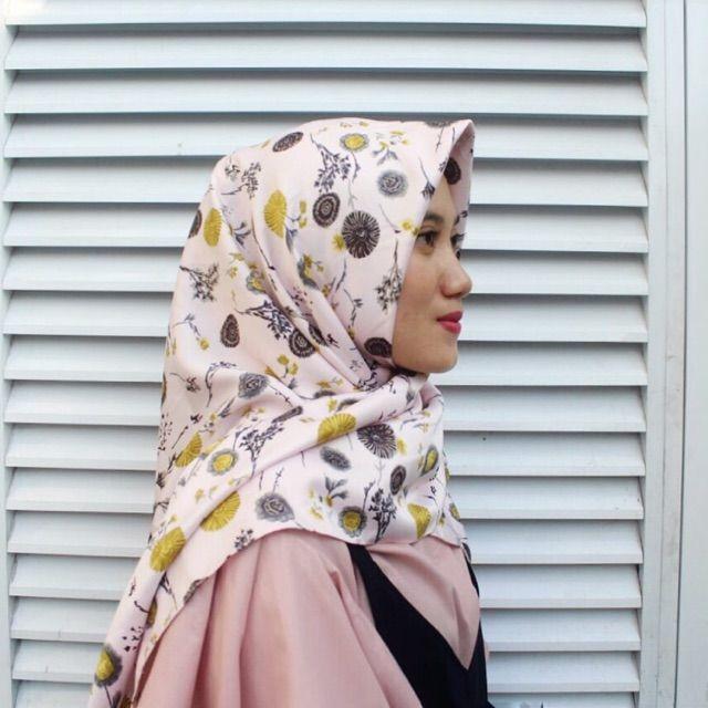 Saya menjual Hijab Segi Empat seharga Rp55.000. Dapatkan produk ini hanya di Shopee! https://shopee.co.id/veils/400806446 #ShopeeID