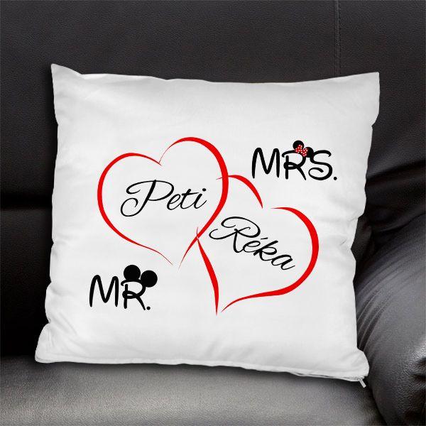 Szerelmes párna egyedi nevekkel - Mr. and Mrs. - Az egyedi neves szerelmes párna igazán kedves, szívet melengető személyes ajándék. A párnára Ön határozhatja meg, hogy milyen neveket írjunk. Lepje meg szerelmét egy ilyen párnával, melyet egy kedves grafika díszít. Ezzel az ajándékkal biztosan boldoggá teszi Őt!  - Egyedi fényképes ajándékok webáruháza - www.kepesajandekom.hu