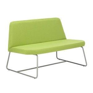 Módulo de espera de dos plazas, con acolchado de asiento y respaldo en espuma moldeada de 30 kg/m³. Estructura interior de madera. Armazón tipo trineo, en tubo de acero redondo de 16x2 mm., con acabado pintado negro o gris plata, y opcionalmente, acabado cromado. A la venta en: http://www.mueblesaciertos.com/sillones-para-zonas-de-espera/876-modulo-de-espera-carina-1.html