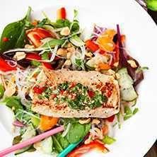 En lätt och smakrik fiskrätt med inspiration från Thailand. Grilla fisken för extra sommarkänsla.