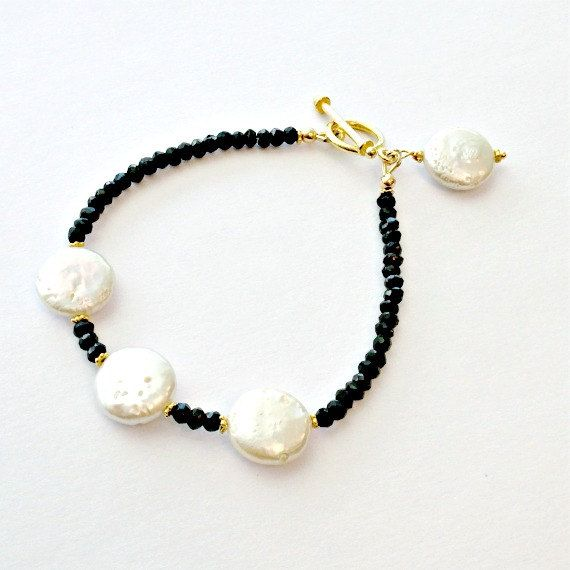 Negro blanco pulsera  Perla rubí sintético por jewelrybycarmal
