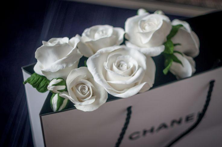 Безумно люблю эти нежные цветы! В них и скромность и роскошь и чистота и страсть!  белые розы https://vk.com/flowercrownkrasnoyarsk