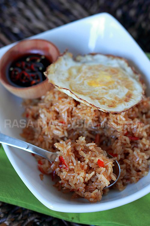 Nasi goreng/fried rice is a popular dish in Southeast Asia. This recipe is an Indonesian version of fried rice served with fried egg.