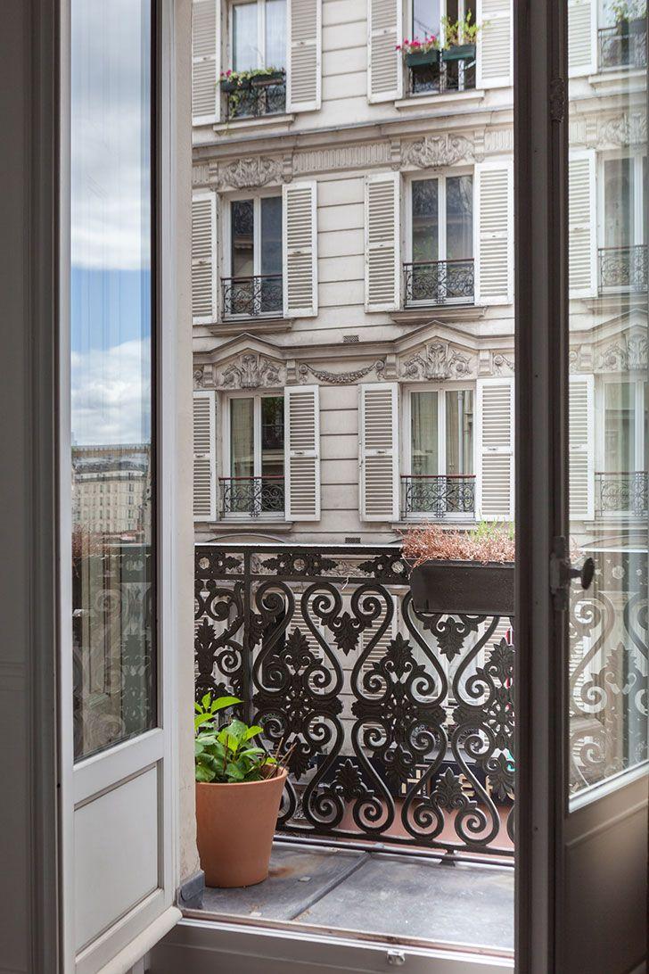 Живопись и смелые оттенки: истинно парижская квартира | Пуфик - блог о дизайне интерьера