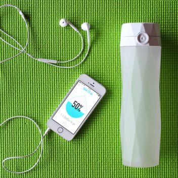 HidrateMe Smart Water Bottle tracks your water intake and syncs to your phone to make sure you're hydrated all day long!
