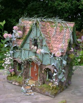 make to open - dolls house -The Fantasy Forest