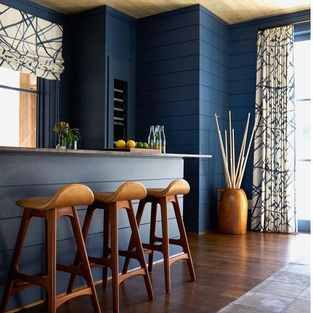 Just love this #blue #kitchen by @shelbywagner 📷 from @mecoxgardens as well as a charming profile about the designer profile on their blog http://mecox.com/about-mecox/mecox-blog/designer-spotlight-shelby-wagner Great simplicity and use of color, the wood infusion adds a lot of character and form as well. #smittenforthiskitchen #kitchensofinstagram