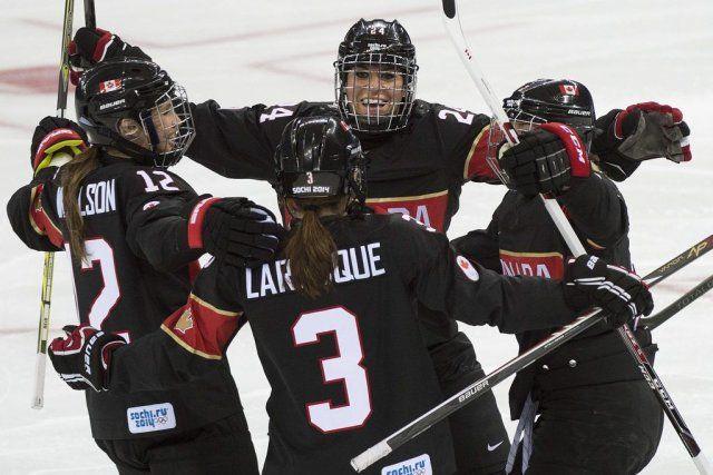 (La Presse Canadienne) L'équipe féminine de hockey du Canada a trouvé rapidement ses repères, samedi, après une longue soirée à la cérémonie d'ouverture des Jeux olympiques 2014 de Sotchi. Canada 5 - Suisse 0.
