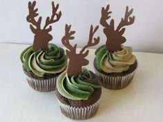 deer camo cupcakes - with pipped chocolate bucks