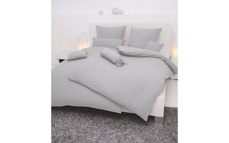 Die klassische Seersucker-Bettwäsche der Marke Janine ist nicht nur schön anzuschauen – sie ist auch besonders hautfreundlich, pflegeleicht und sogar bügelfrei. Mit praktischem Reißverschluss.