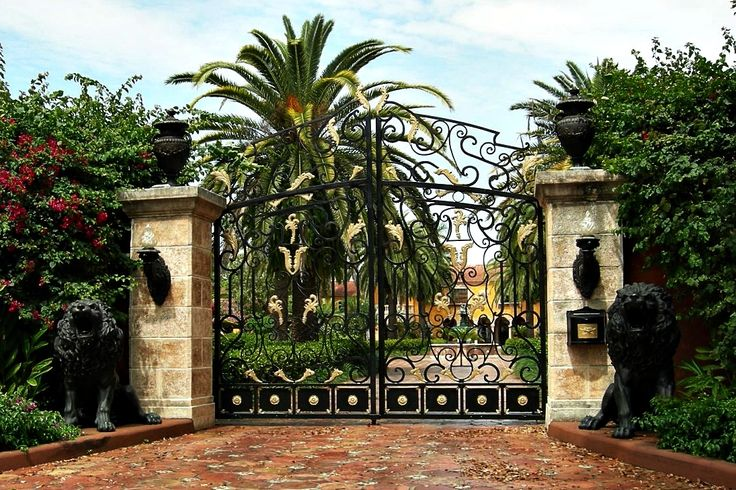 Front Gates To The Mansion Gates Mansions Homes