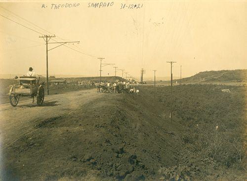 Rua Teodoro Sampaio (31/12/1921) - Obras de pavimentação da Rua Teodoro Sampaio, no bairro de Pinheiros.