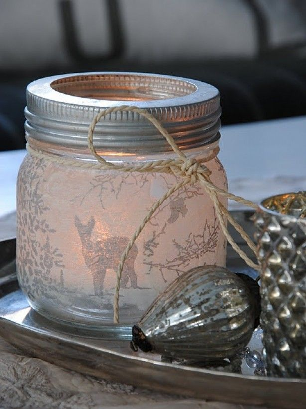 Mooi wit theelichtje met rendier. Gemakkelijk zelf te maken dmv van een glazen pot, servet en lijm.
