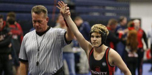 Transgénero menor de edad gana en competencia de lucha...
