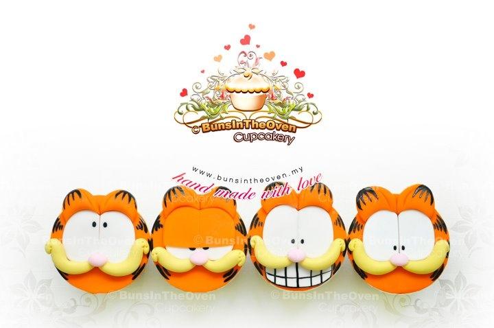 Garfield on cupcakes