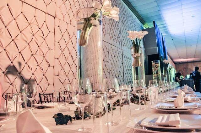 Centro de mesa agua con flores