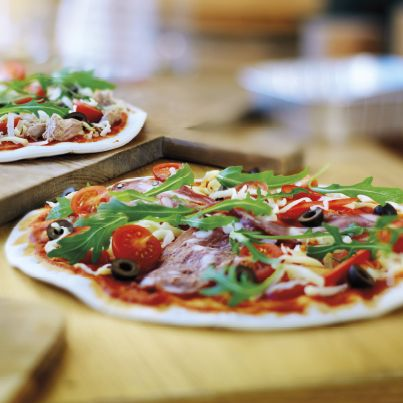 Welke pizza kies jij? Pizza salami of tonijn?  #vers #pizza