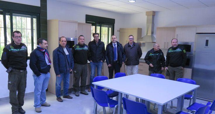 La Consejería de Agua, Agricultura y Medio Ambiente ha puesto en marcha un nuevo Centro de Defensa Forestal en Cieza, con el objetivo de completar la red de infraestructuras que dan soporte ...