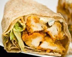 Wraps poulet sauce ranch http://www.cuisineaz.com/recettes/wraps-poulet-sauce-ranch-55196.aspx