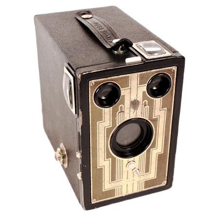 Vintage Brownie Camera 16