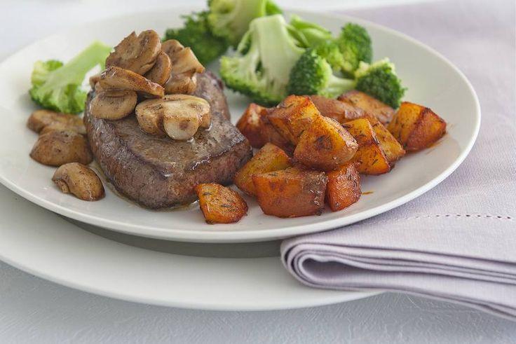 Kijk wat een lekker recept ik heb gevonden op Allerhande! Patatas bravas met biefstuk en broccoli