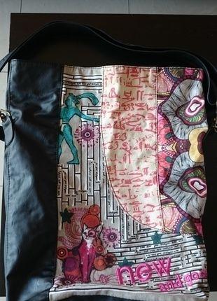 À vendre sur #vintedfrance ! http://www.vinted.fr/sacs-femmes/sacs-fourre-tout/21642686-sac-desigual-noir-motifs