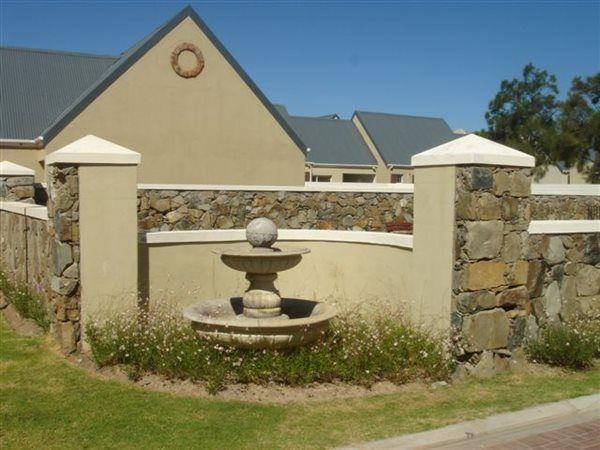 3 bedroom duplex in Paarl and surrounds, Paarl and surrounds, Property in Paarl and surrounds - T214121