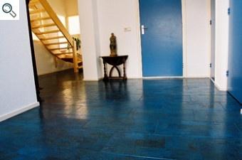 Een blauwe kurkvloer (geluiddempend, warmte isolerend), helemaal geweldig!
