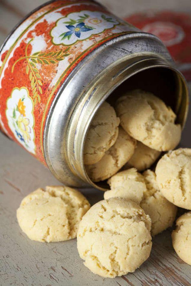Drömmar är spröda kakor för alla stunder. Hjorthornssalt och rapsolja ger drömmarna deras drömlikt frasiga karaktär. Här är vårt bästa recept!