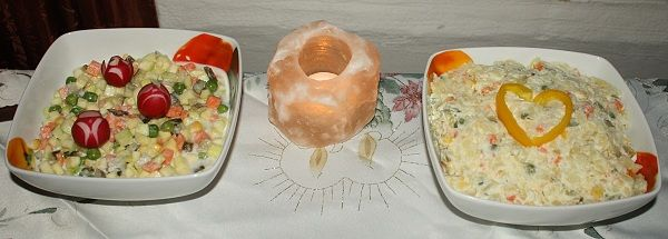 """""""ZEMIAKOVÝ"""" ŠALÁT (cuketa, mraz. zelenina - mrkva, hrášok, kukurica...; mandľový """"syr"""" (mandľové mlieko zrazené citrónom, precedené cez plátienko))"""