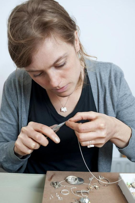DIY, comment faire, créer et fabriquer des bijoux en coquillage naturels. Trucs et astuces pour la fabrication des bijoux.