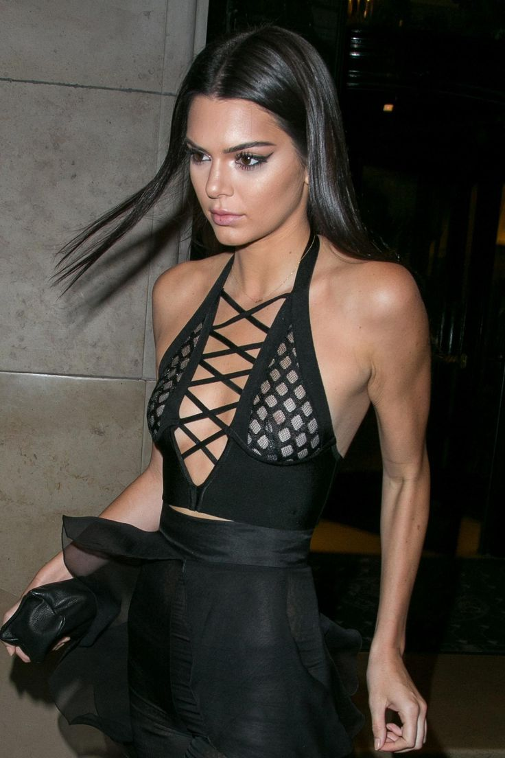 5 Times Kendall Jenner Freed The Nipple-2970
